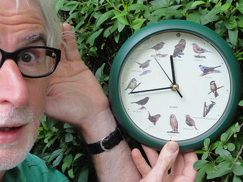 De zintuigentuin - Cees Verkerke met klok